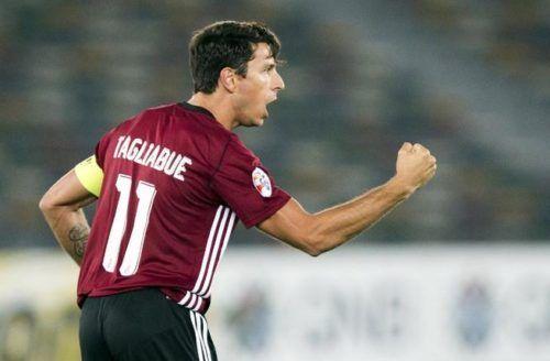 Sebastián Tagliabúe, Gonzalo Higuaín, Diego Maradona, UAE League, goleadores argentinos históricos
